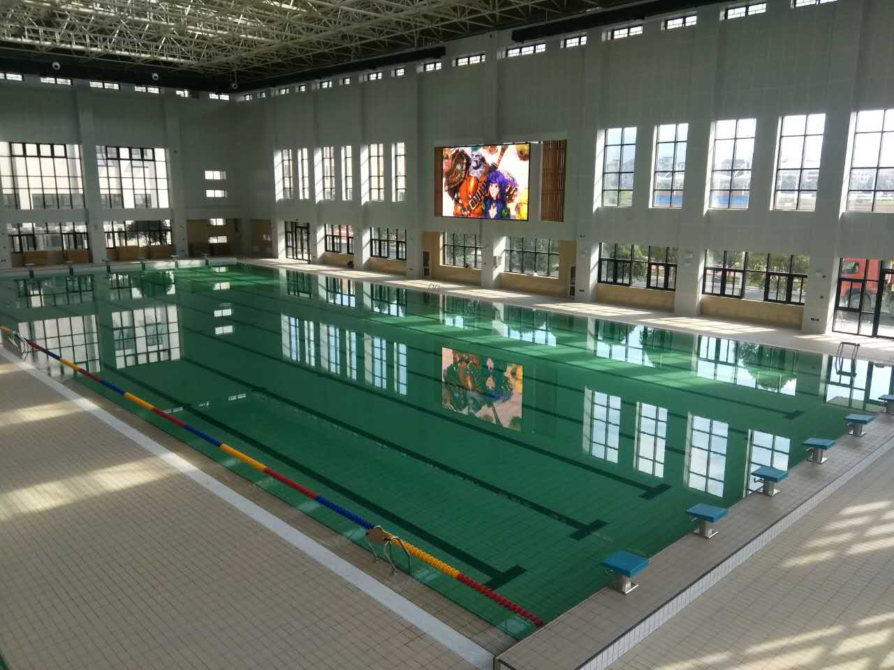 东阳外国语学校室内泳池.jpg
